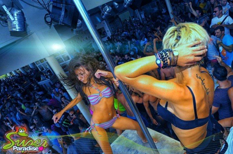 Super Paradise party