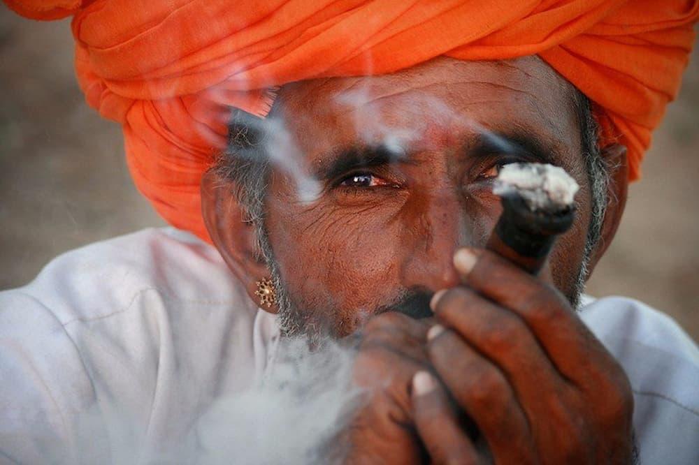 Smoking the chillum