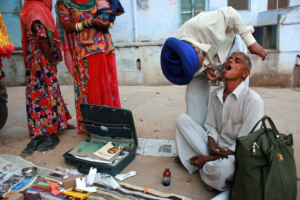 Street dentist during the camel fair