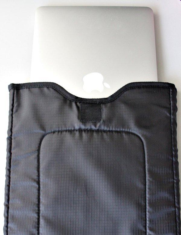Detatchable laptop sleeve