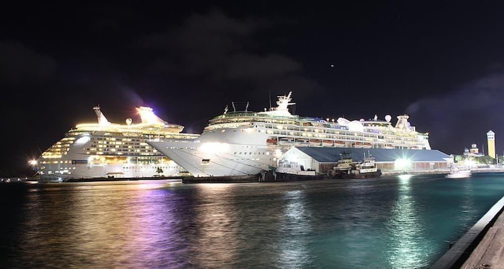 Docked cruiseliners
