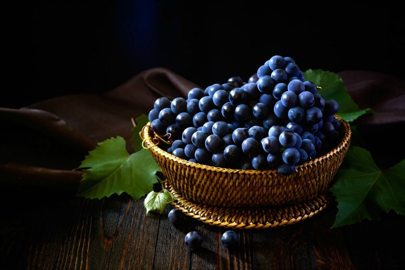 Intimacy on the plate aphrodisiac grapes