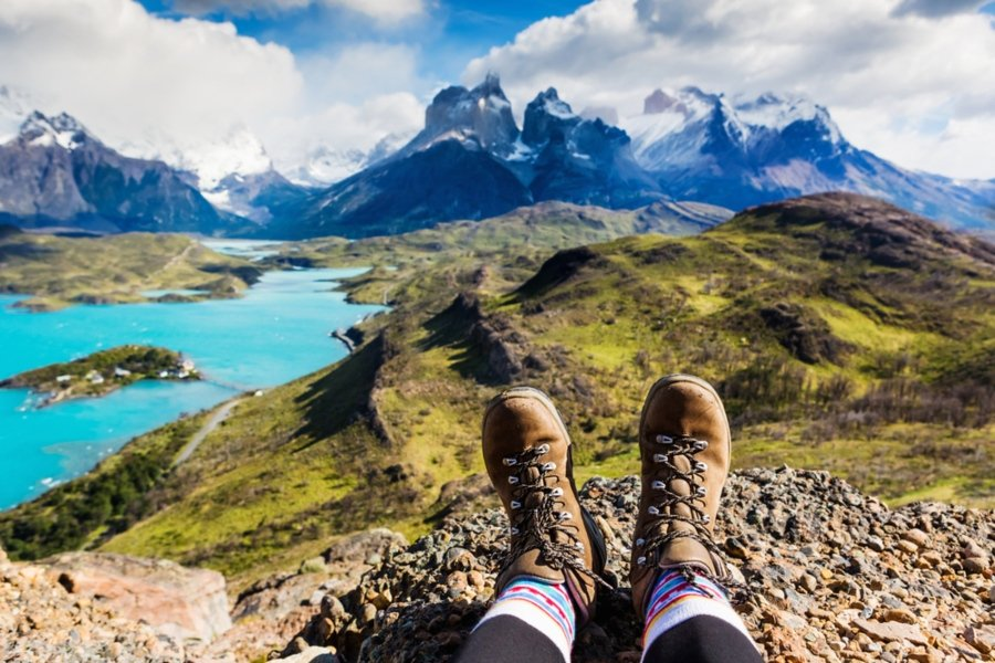 mountai-views-hiking-boots