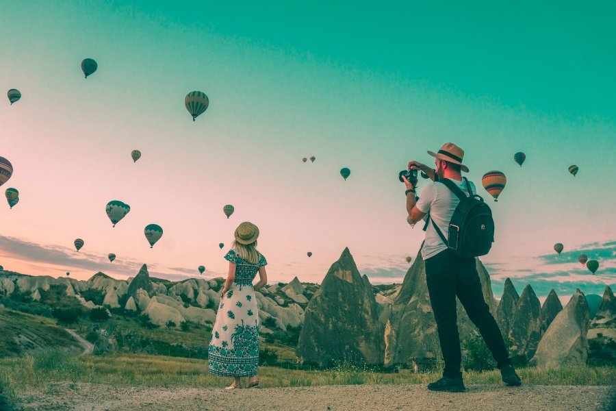 Taking a photo of hot air balloons